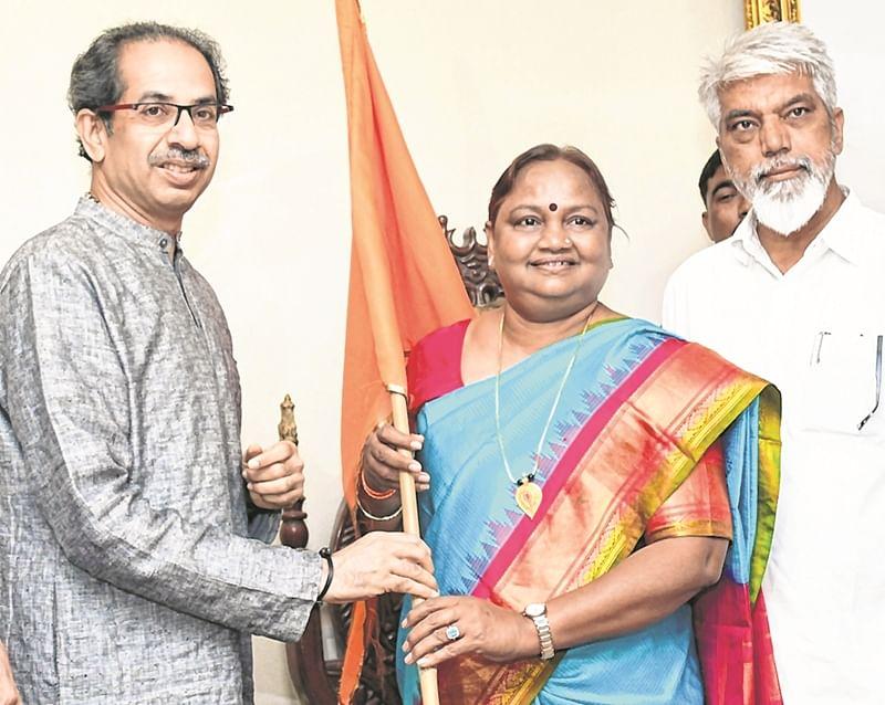 Congress MLA Nirmala Gavit joins Shiv Sena