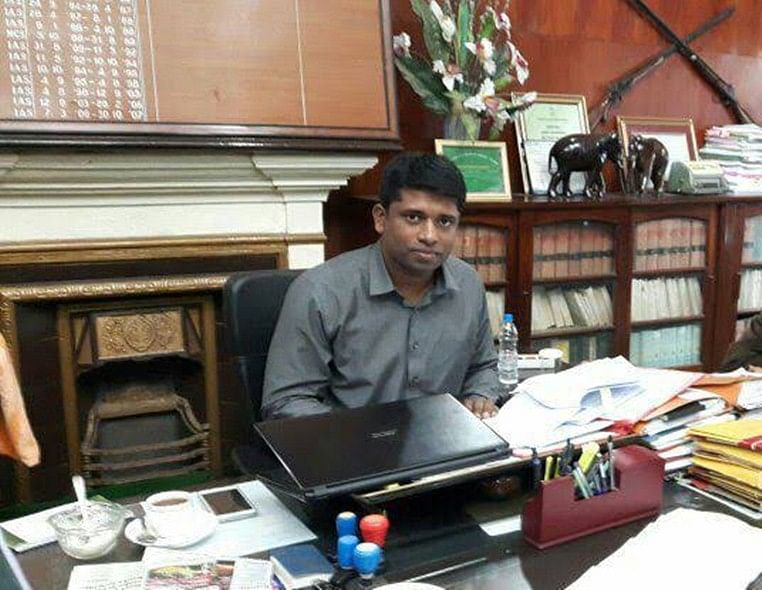 IAS officer who quit on Kashmir stopped from visiting library