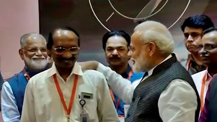 Chandrayaan 2: Haters say #IndiaFailed, others laud ISRO despite setback