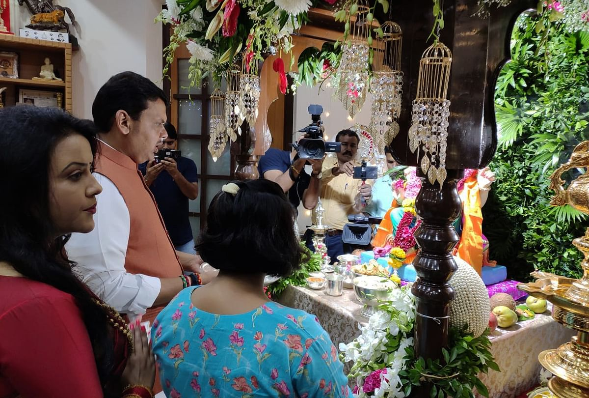 Maharashtra Chief Minister Devendra Fadnavis offers prayer to Lord Ganesha on the occasion of Ganesh Chaturthi at his residence in Mumbai
