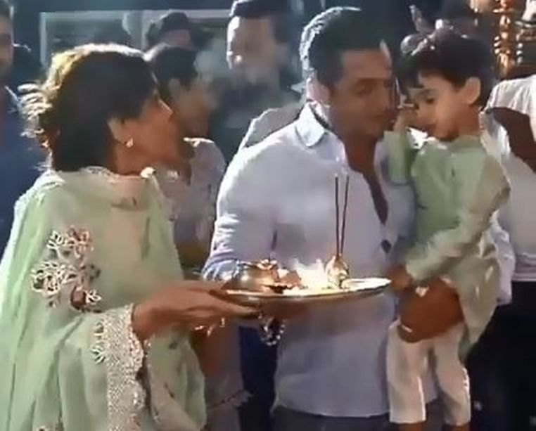 Watch Salman Khan perform aarti with nephew Ahil during Ganesh Chaturthi celebrations