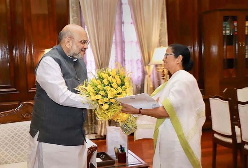 Mamata Banerjee: Picture of all courtesy!