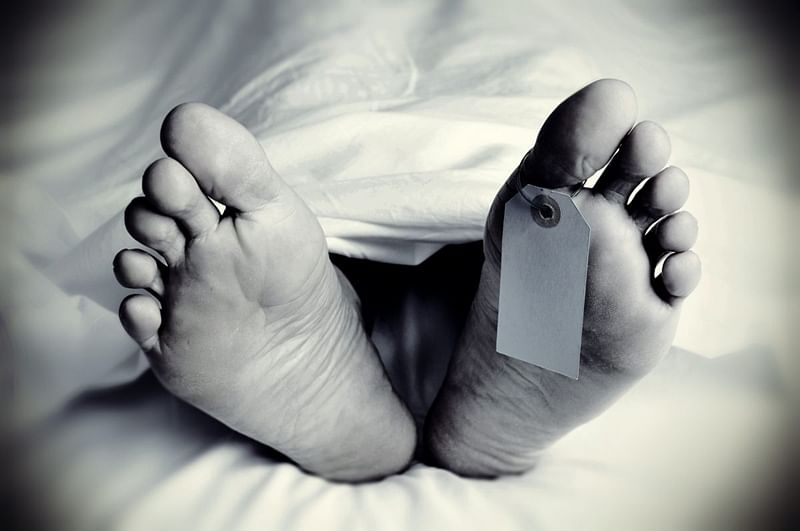 38-year-old man dies while being taken to police station