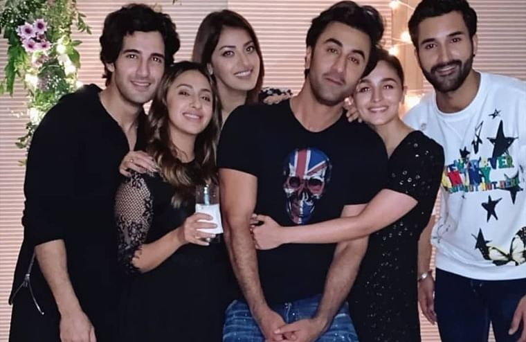 Alia Bhatt holds on to Ranbir Kapoor at BFF Akanksha Ranjan's birthday bash