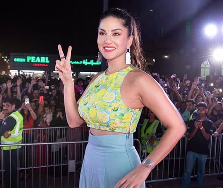 Watch Sunny Leone's hilarious conversation with Siri