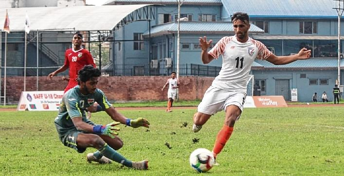 Manvir Singh (R) in action duirng the match against Maldives. Manvir scored the second goal for India