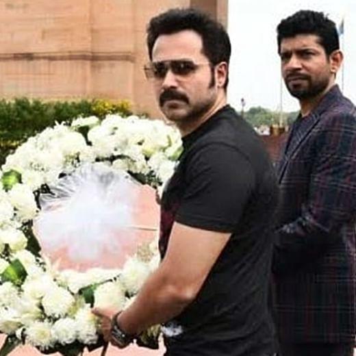 Emraan Hashmi pays tribute to Bravehearts at Amar Jawan Jyoti