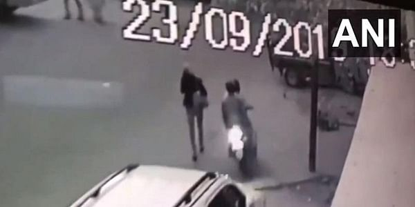 Delhi: Two bike-borne robbers snatch cellphone from woman journalist in Okhla