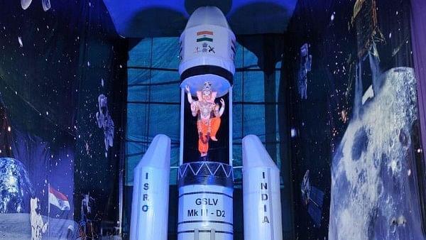Ganesh idol inspired by Chandrayaan-2 installed in Hyderabad