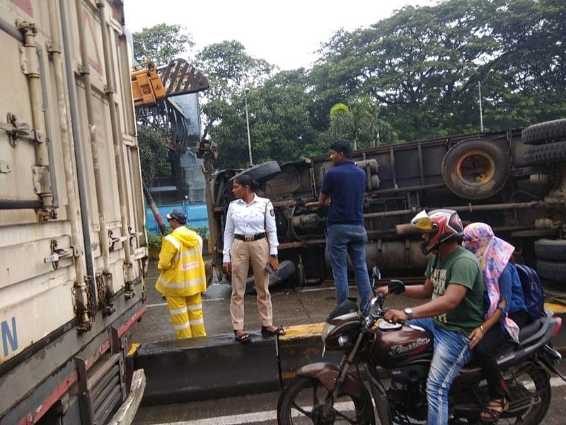Traffic snarl as truck overturns near Powai