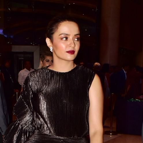 Directors wanted to see my cleavage and thighs: Surveen Chawla