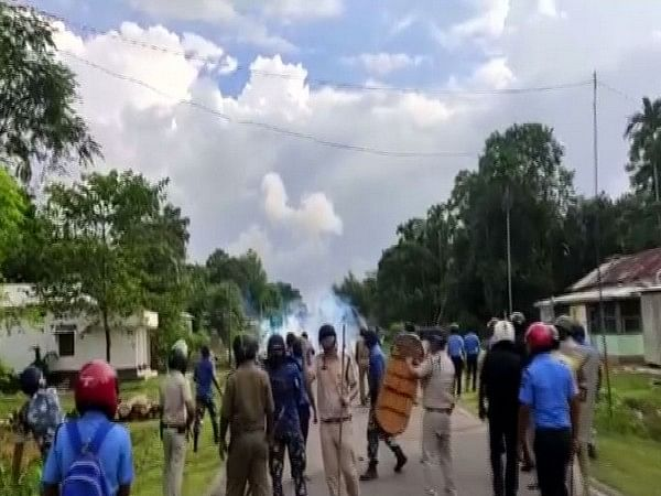 West Bengal: Two policemen, 10 BJP workers injured during clashes in Cooch Behar