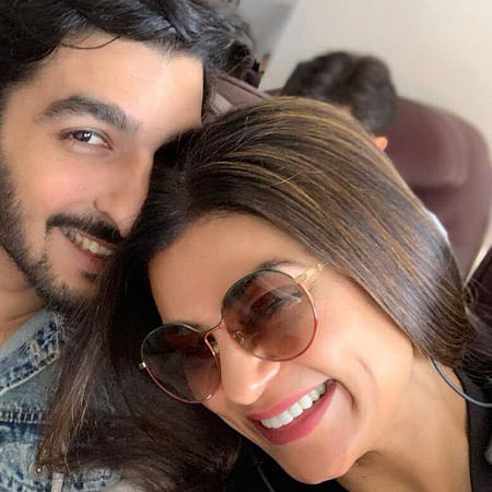 Internet is showering love on Sushmita Sen and Rohman Shawl's Maldive vacation pictures