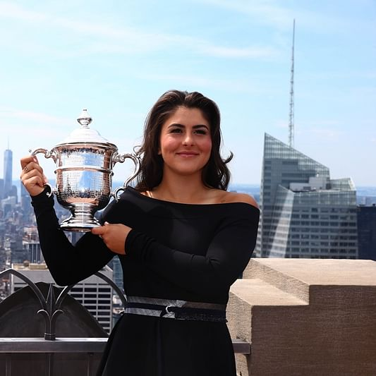 Bianca Andreescu accepts trophy in the most Canadian way