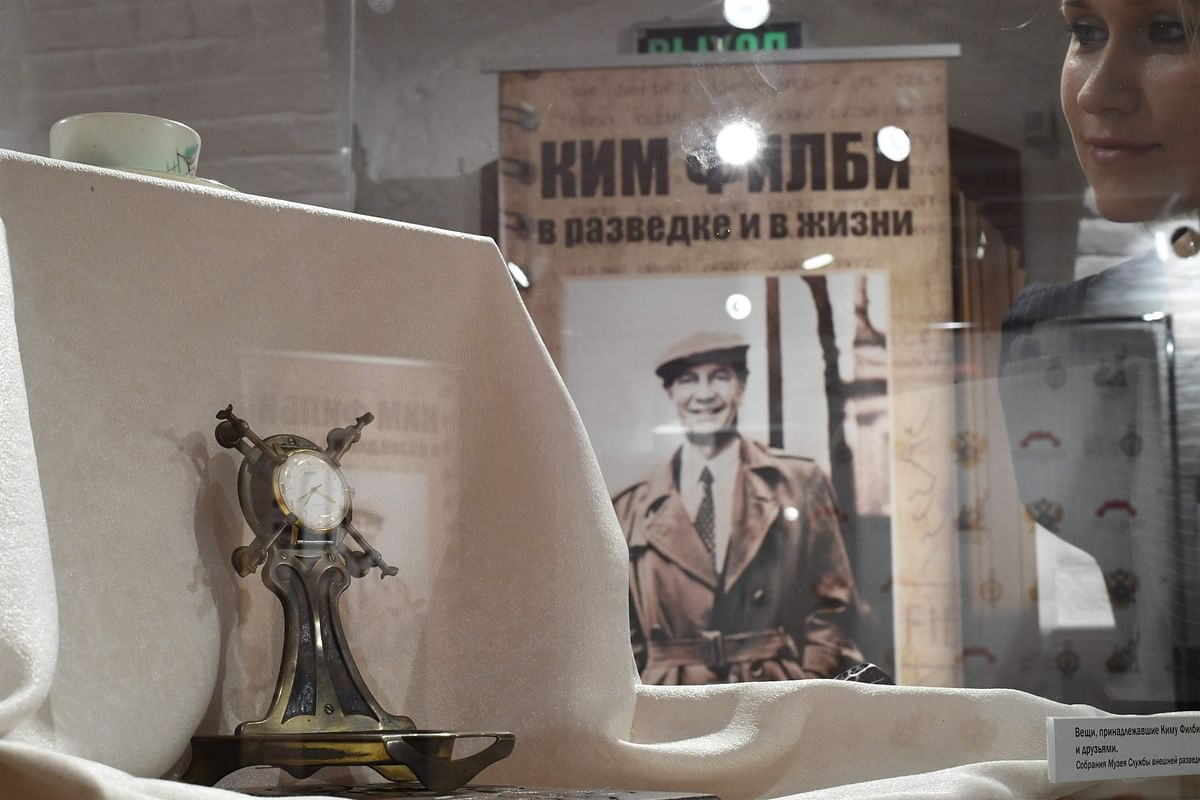 """A woman looks at personal belongings of British KGB agent Kim Philby during the exhibition """"Kim Philby in espionage and in life"""" at the Russian Historical Society. - Fresh details of one of Britain's biggest Cold War spy scandals, in which a network of Soviet agents stole prized naval intelligence secrets, emerged in newly-released secret files on Tuesday, September 24. ()"""