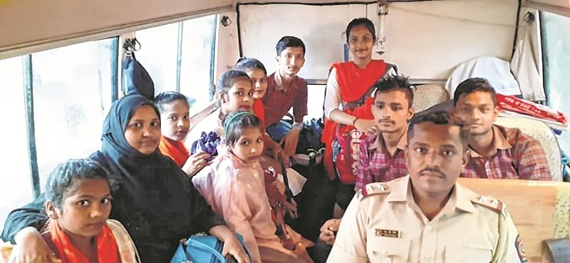 Mumbai: Police van became school bus for these 9 stranded children
