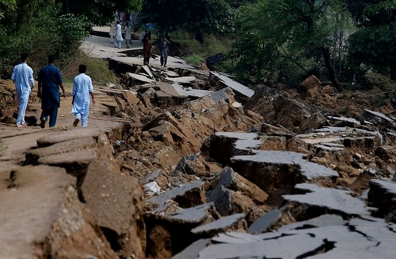 PoK quake: Death toll rises to 37, over 500 injured