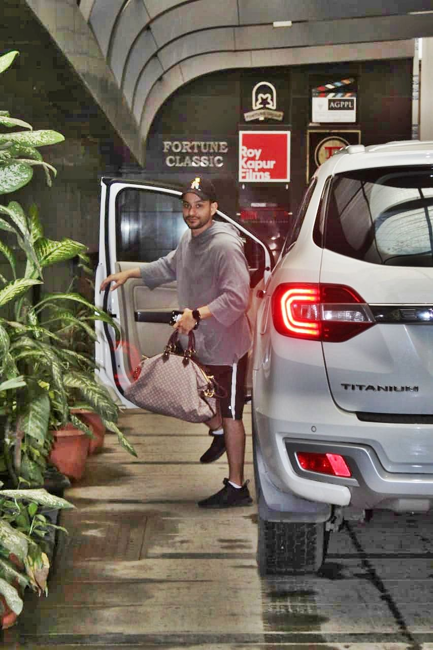 Kunal Kemmu spotted as he arrived at the gym.