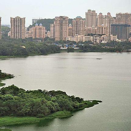 Mumbai: 2 men push security guard into Powai lake