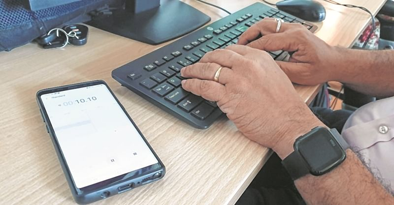 Mumbai: Smartphones can listen to what you type on PC