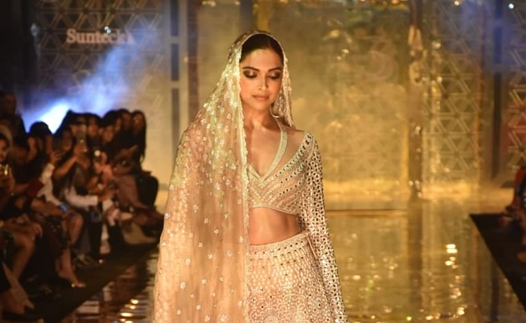 Deepika Padukone sets the stage on fire as Abu Jani - Sandeep Khosla's show stopper