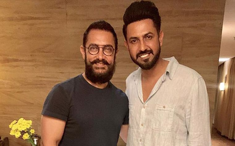Punjabi star Gippy Grewal gives a special gift to Aamir Khan for Lal Singh Chaddha
