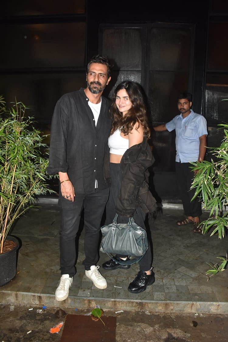 Newly become parents Arjun Rampal spotted with girlfriend Gabriella at Pali Bhavan in Bandra.
