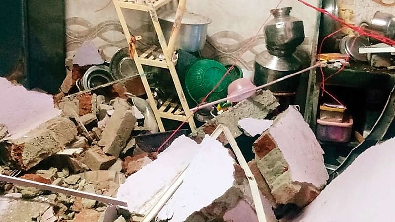 Cylinder blast causes wall collapse in Malad