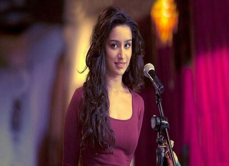 Shraddha Kapoor recreates 'Aashiqui 2's iconic jacket scene, but not with Aditya Roy Kapur