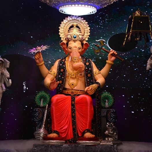 Mumbai: Lalbaugcha Raja gets 1kg gold and silver bars on second day