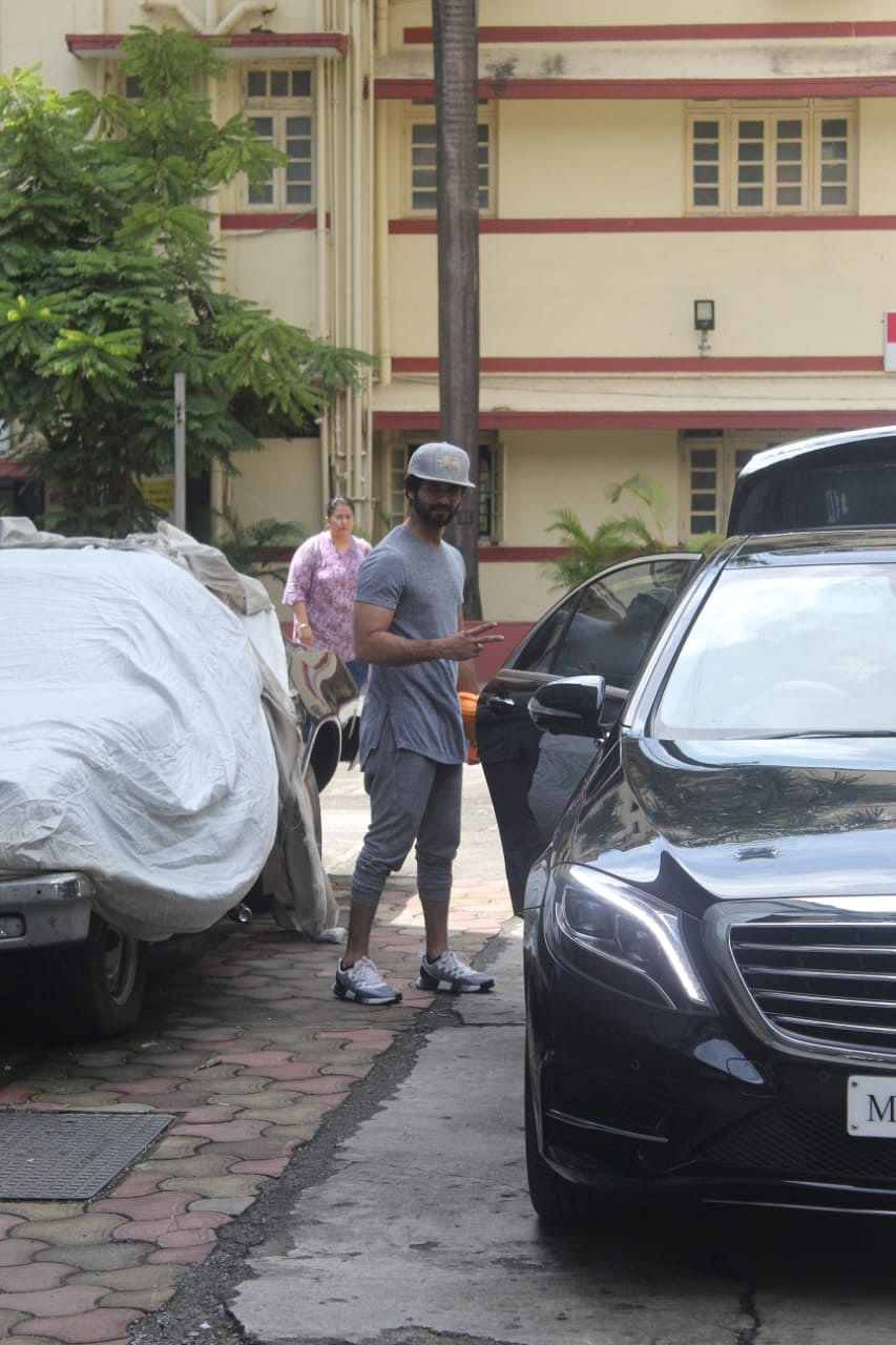 Shahid Kapoor spotted at ithinkfitness