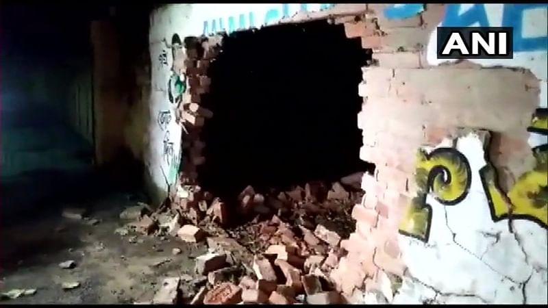 Ujjain: Goons damage cars in Parwana Nagar