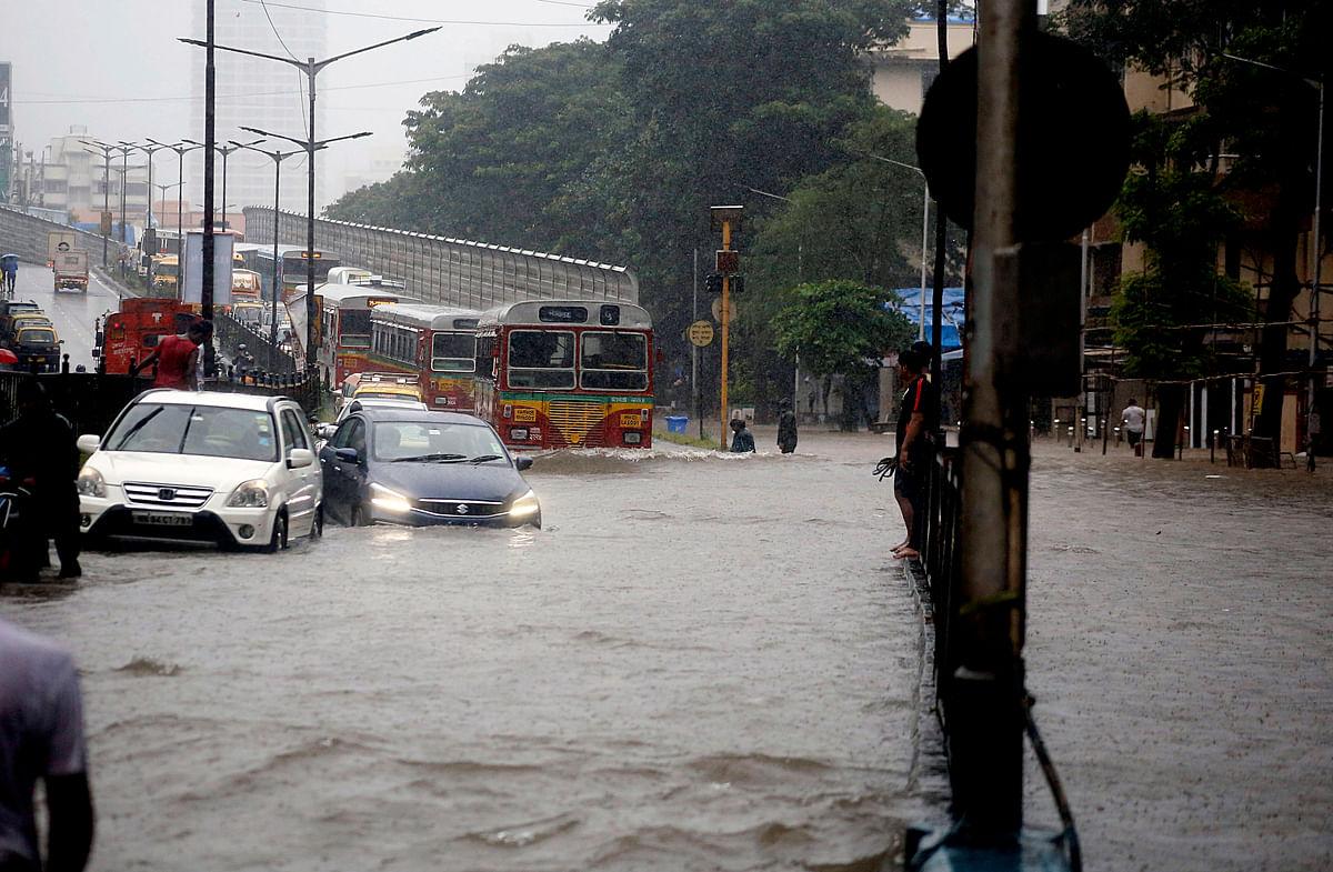Heavy rain observed in many parts of Mumbai
