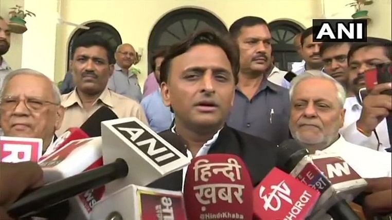Mulayam keen to unite Samajwadi Party and family, Akhilesh mum