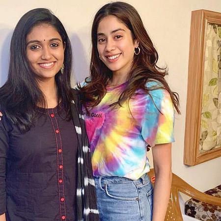 'Zingaat' Girls: Janhvi Kapoor enjoys her fan moment with Rinku Rajguru