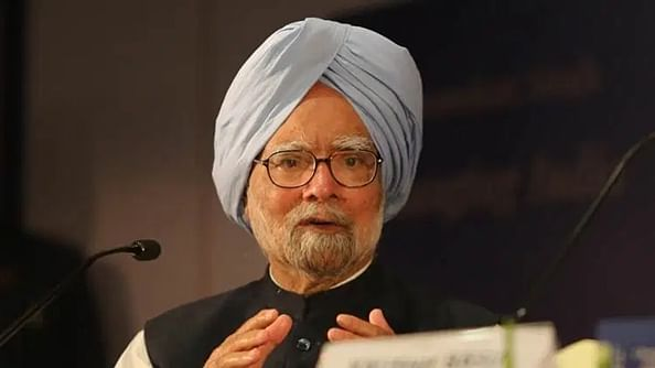 Fix economy, not headlines: Manmohan Singh