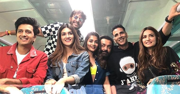 Piyush Goyal thanks 'Housefull 4' for promotion on wheels