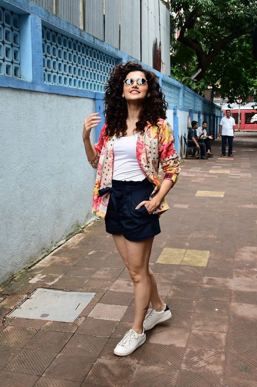 Janhvi, Malaika, and other B-town divas are sweating it out with glam