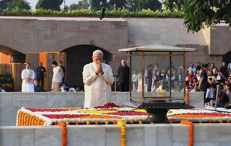 PM Modi, President Kovind, other leaders pay homage to Mahatma Gandhi at Rajghat