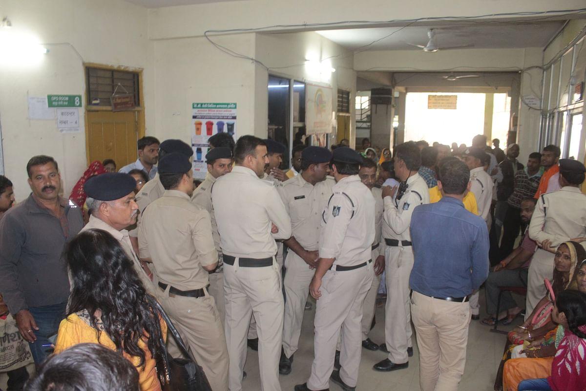 Indore: Ruckus in PC Sethi Hospital, head held hostage