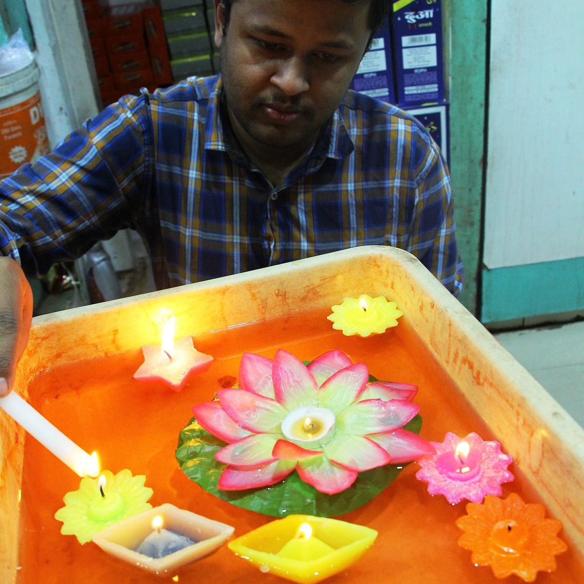 Indore: People preferring wax candles to earthen lamps