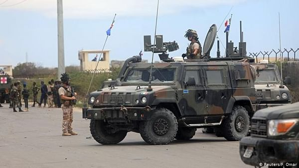 Extremists attack US base and EU convoy in Somalia