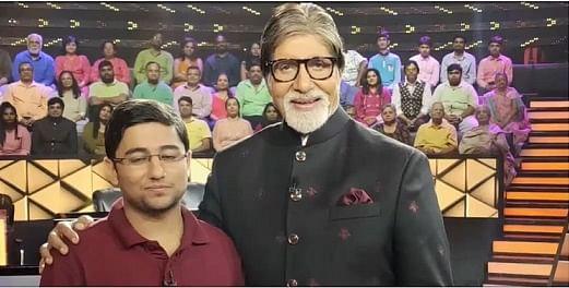 Aditya Gulia photo with Ambitabh at KBC show