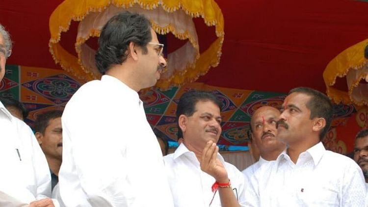 Shiv Sena President Uddhav Thackeray with Prakash Krishna Nikam (R).