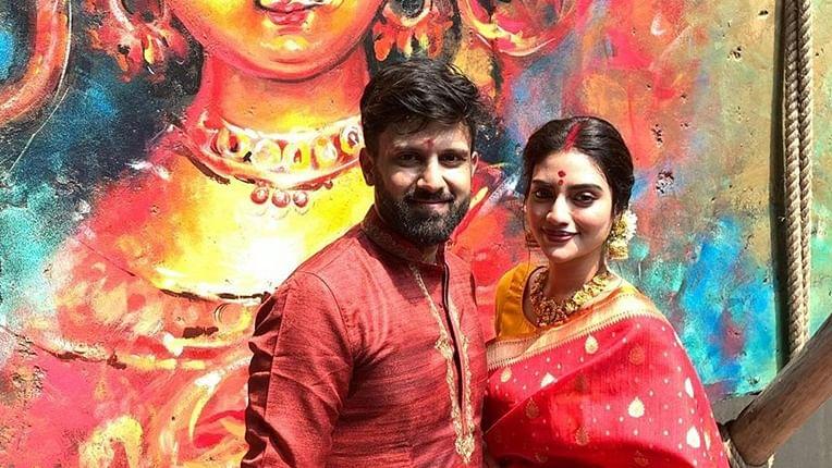 Durga Puja 2019: Nusrat Jahan plays 'Dhak', offers prayers with husband Nikhil Jain