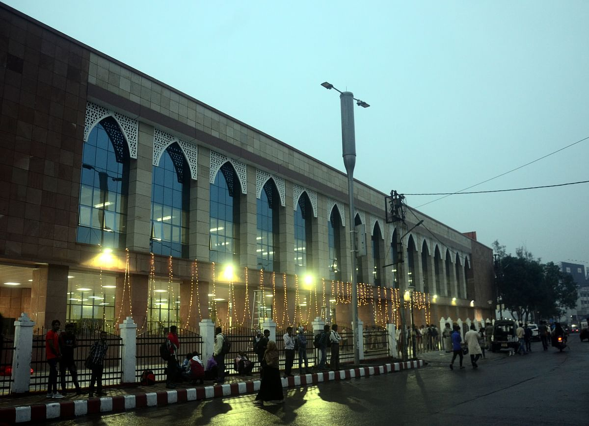 MP Pragya Thakur inaugurates ticket booking building @ Bhopal rly station