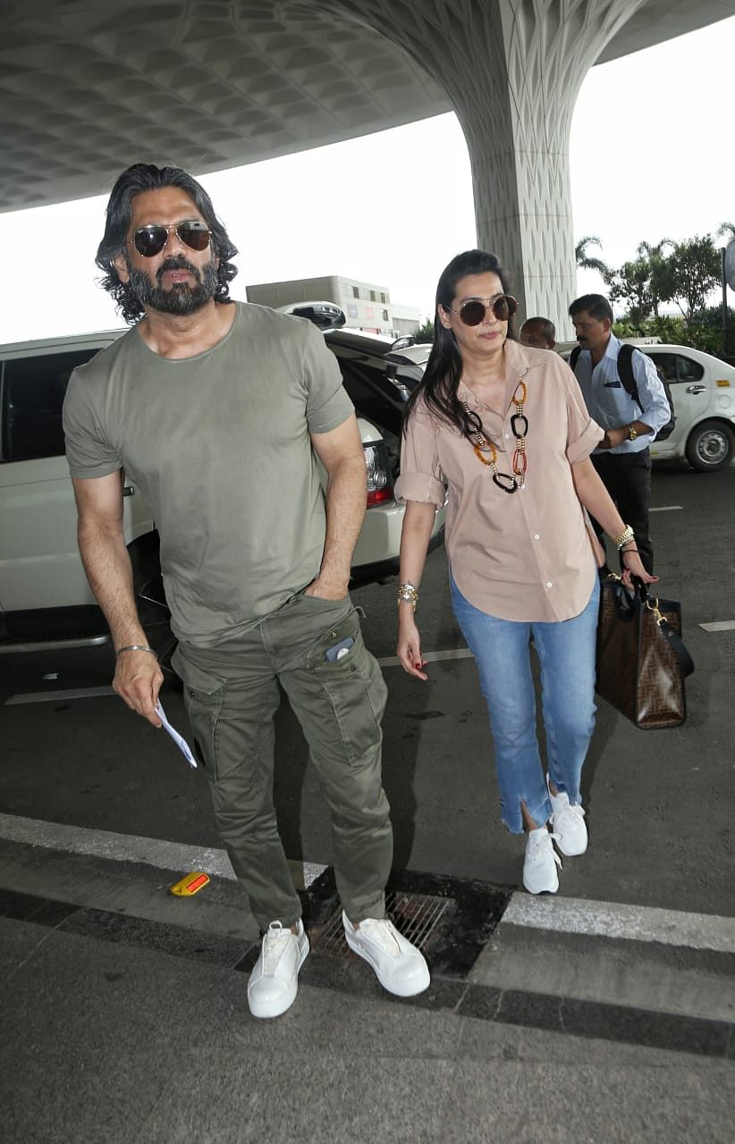 Suniel Shetty with wife Mana Shetty at airport