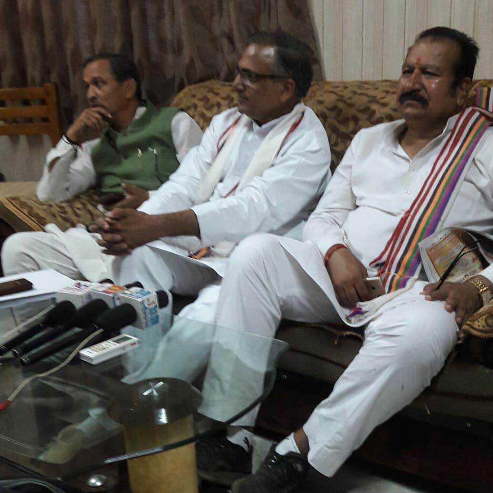 Media persons corner MP Gupta, demand action