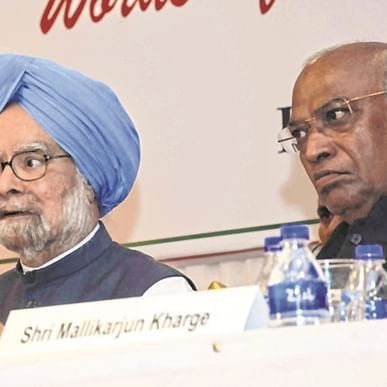 Congress backs scrapping of Art 370: Manmohan Singh but not BJP's high-handedness
