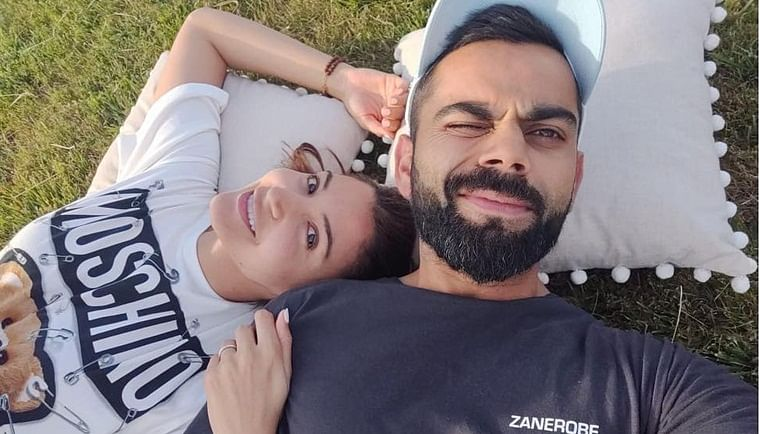 Anushka Sharma is all hearts and smiles after Virat breaks his personal best Test score